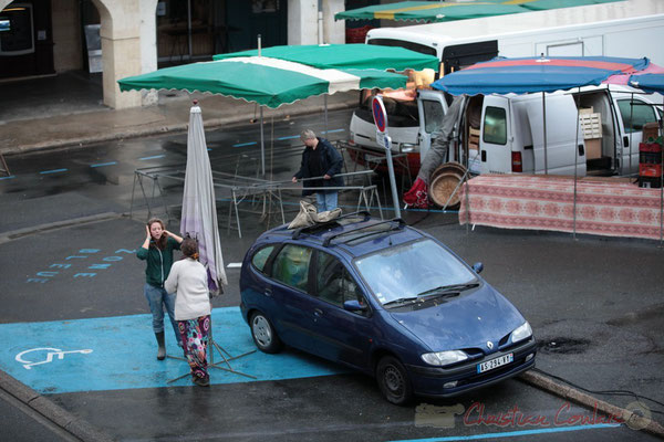 Installation de productrices de légumes issus de l'Agriculture Biologique, Marché de Créon, Gironde