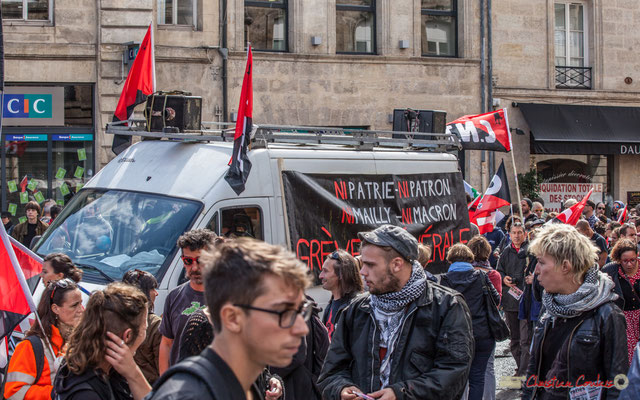 "C.N.T. ""Ni patrie, ni patron, ni Mailly, ni Macron, Grève générale"" Manifestation contre la réforme du code du travail. Place Gambetta, Bordeaux, 12/09/2017"