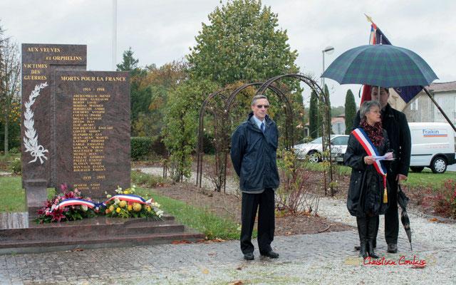 Gérard Pointet, Président des Anciens Combattants; Simone Ferrer, Maire de Cénac (Gironde). Hommages et commémoration de l'Armistice du 11 novembre 1918, ce jeudi 11 novembre 2010.