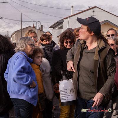 """Caroline Cano """"employée en espaces verts"""" Regards en biais, Cie La Hurlante, Hors Jeu / En Jeu, Mérignac. Samedi 24 novembre 2018"""