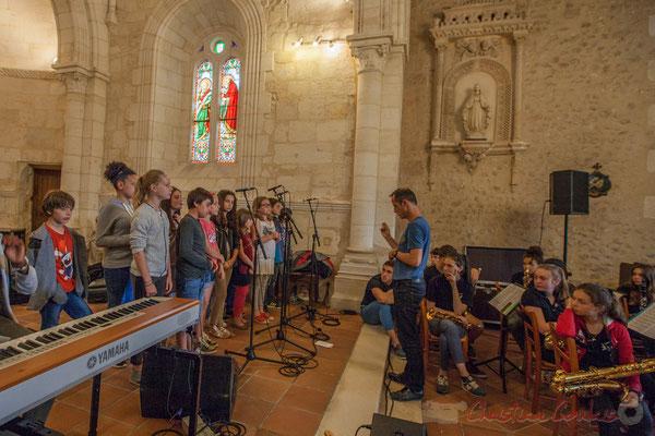 Chorale jazz de l'école primaire de Le Tourne, dirigé par Vincent Nebout. Eglise Saint-André de Cénac
