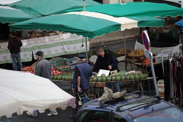 """""""Ici, il y a toujours de très, très beaux artichauts"""". Marché de Créon, Gironde"""