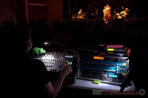 Festival JAZZ360 2015, Pabo Jaraute et sa table de mixage. Cénac, 12/06/2015