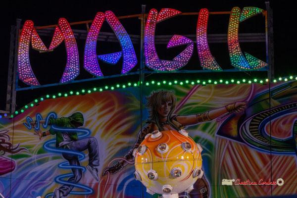 """""""Boule magique"""" Au fil des allées de la Foire aux plaisirs. Bordeaux, mercredi 17 octobre 2018. Reproduction interdite - Tous droits réservés © Christian Coulais"""