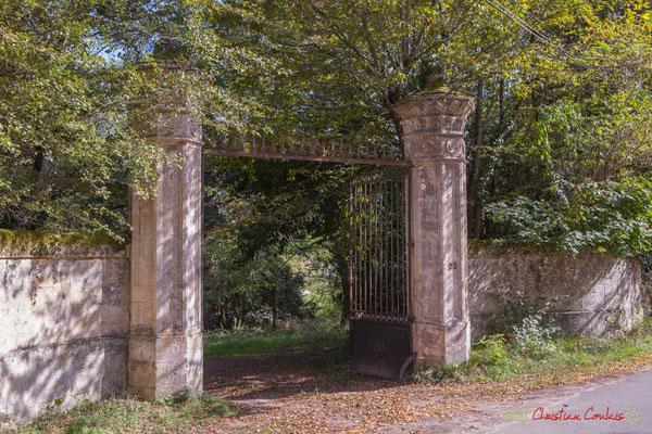 Portail du Domaine Donlabade (début XVIIIème siècle). Avenue du Rauzé, Cénac, Gironde. 16/10/2017