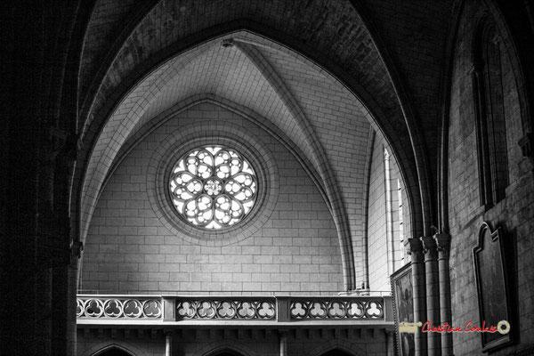 Rosace flamboyante, façade ouest, église Saint-Sauveur, cité médiévale de Saint-Macaire. 28/09/2019. Photographie © Christian Coulais