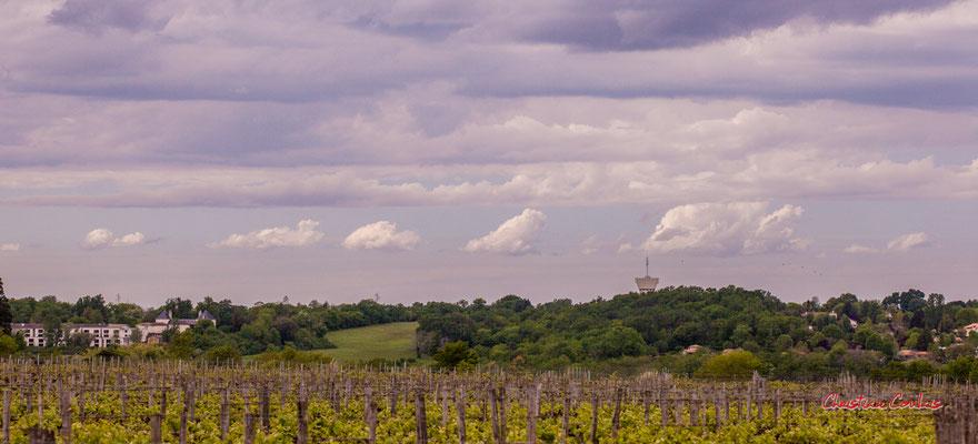 Ciels et nuages, vendredi 17 avril 2020, 15h40, le Garde, Cénac. Photographie : Christian Coulais / 102mm
