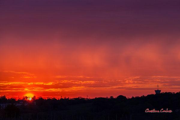 7/8 Coucher de soleil depuis le Garde, Cénac. Mardi 7 avril 2020. Photographie : Christian Coulais