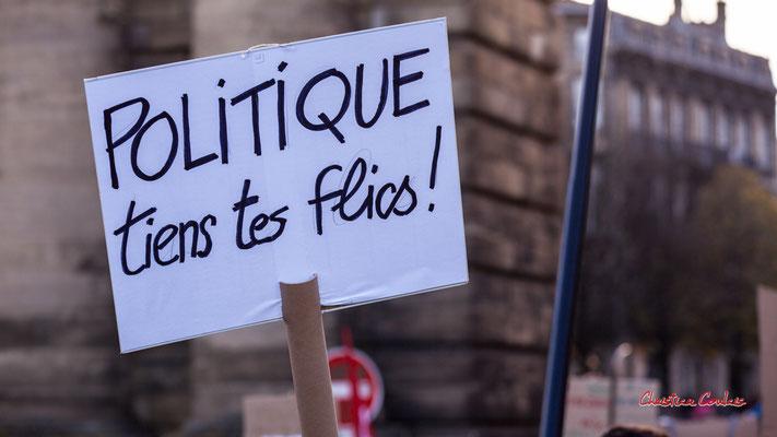 """""""Politique tiens tes flics"""" Manifestation contre la loi Sécurité globale. Samedi 28 novembre 2020, place Bir-Hakeim, Bordeaux. Photographie © Christian Coulais"""