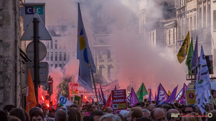 """""""Fumigènes unitaires"""". Manifestation intersyndicale de la Fonction publique, place Gambetta, Bordeaux. 10/10/2017"""