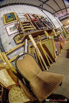 """""""Chaises de tous pays,  unissons-nous...avec les tableaux !"""" Rizibizi Recyclerie, Sallebœuf"""