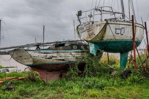 Bateaux à réparer, Bourg-sur-Gironde, samedi 26 septembre 2020. Photographie HDR © Jean-Pierre Couthouis