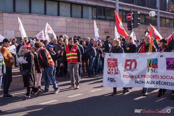 Arrivée du cortège devant la France insoumise. Manifestation intersyndicale contre les réformes libérales de Macron. Bordeaux, 16/11/2017