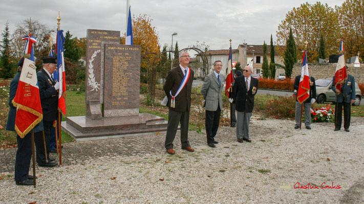 Olivier Lamothe, adjoint au Maire; Gérard Pointet, Président des Anciens Combattants. Hommages et commémoration de l'Armistice du 11 novembre 1918 à Cénac, ce mardi 11 novembre 2008.