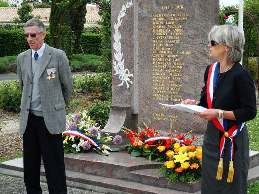 Commémoration de l'Armistice du 8 mai 1945; Gérard Pointet, Président des Anciens combattants; Simone Ferrer, Maire de Cénac; mardi 8 mai 2012
