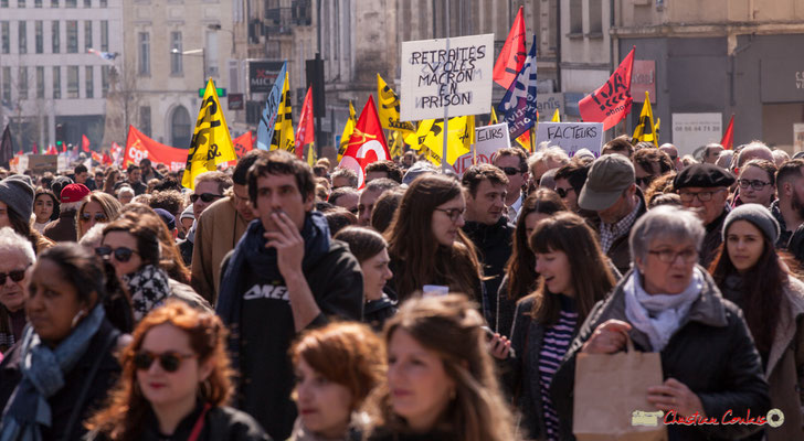 """14h47 """"Retraités volés, Macron en prison"""" Manifestation intersyndicale de la Fonction publique/cheminots/retraités/étudiants, place Gambetta, Bordeaux. 22/03/2018"""