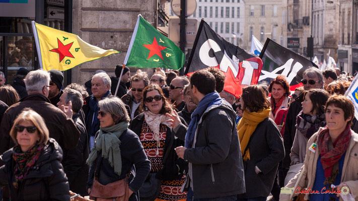 15h02 YPJ (Unités de protection de la femme kurde : Yekîneyên Parastina Jin'), YPG (Unités de protection du peuple kurde : Yekîneyên Parastina Gel); CNT; AL. Manifestation intersyndicale de la Fonction publique, Bordeaux. 22/03/2018