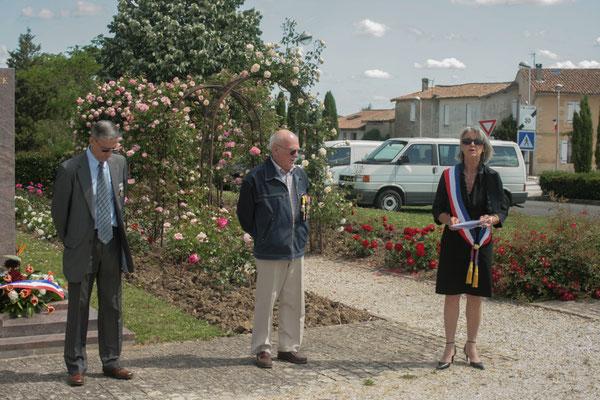 Simone Ferrer, Maire de Cénac. Hommages et commémoration de l'Armistice du 8 mai 1945 à Cénac, ce dimanche 8 mai 2011.