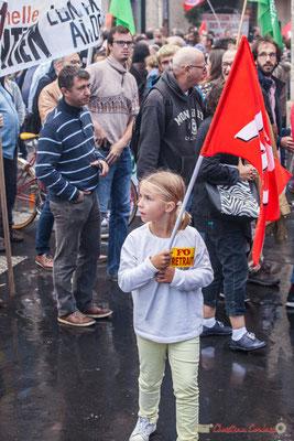 Très jeune fille militante à F.O. pour sa retraite. Manifestation contre la réforme du code du travail. Place Gambetta, Bordeaux, 12/09/2017