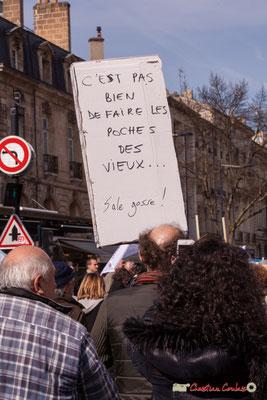 """15h13 """"C'est pas bien de faire les poches des vieux...Sale gosse !"""" Manifestation intersyndicale de la Fonction publique/cheminots/retraités/étudiants, place Gambetta, Bordeaux. 22/03/2018"""