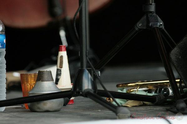 Accessoires du trompettiste Yann Loustalot; Florinda Piticchio & Balarm Quartet, Festival JAZZ360, Cénac. 05/06/2011