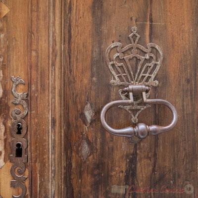 11a Détail de ferronnerie, porte double battant d'hôtel particulier, Arles