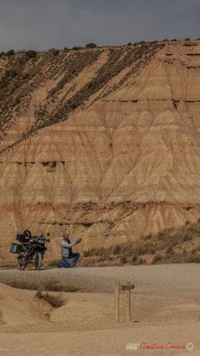"""""""Autoportrait du Motard à la BMW"""" Cabezo de Castildetierra, Parque natural de las Bardenas Reales, Navarra"""
