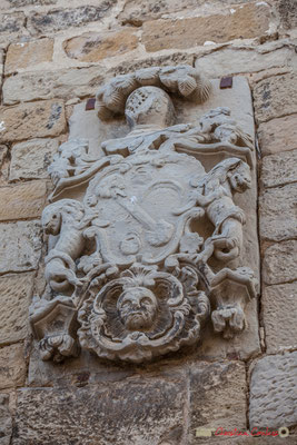 Façade et armoirie d'une maison noble, Olite, Navarre / Fachada y escudo de una casa noble, Olite, Navarra