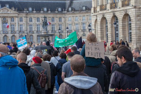 """""""C'est pas ma faute"""" Manifestation du 1er mai 2017, avec la France Insoumise, place de la Bourse, Bordeaux"""
