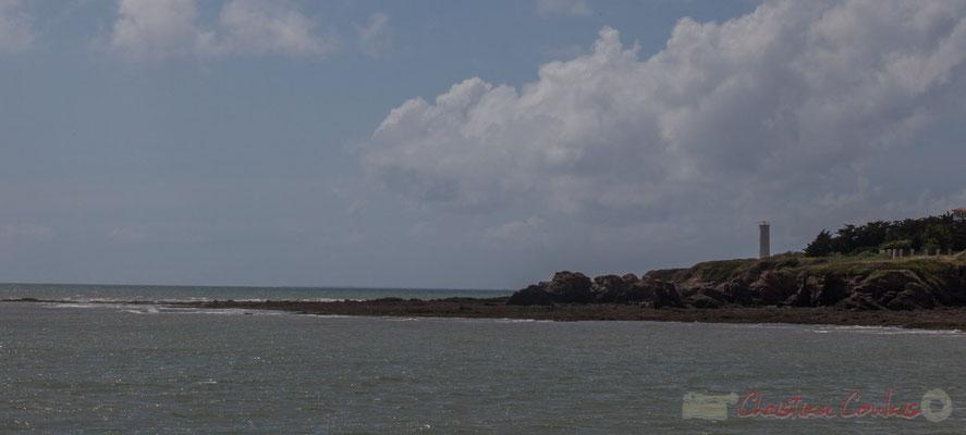Phare et Pointe de Grosse Terre depuis la jetée de la Garenne. Saint-Gilles-Croix-de-Vie, Vendée, Pays de la Loire