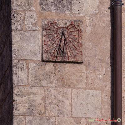 Cadran solaire datant de 1744, sans doute modifié. Eglise Saint-André, Cénac. 10/02/2018