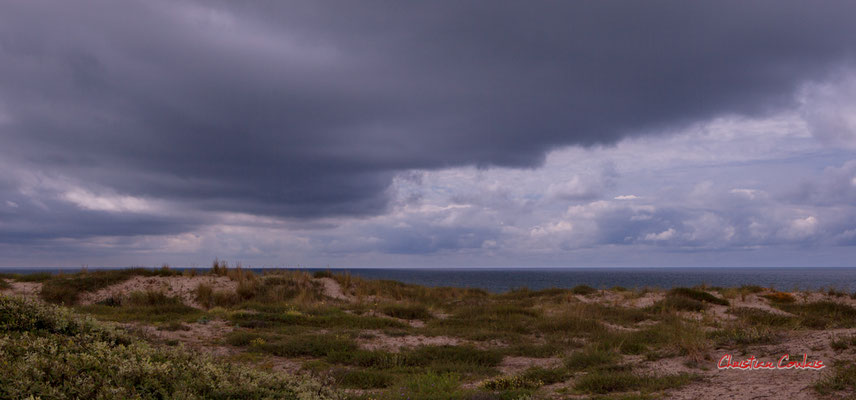 """""""keine Landung in Sicht, mein Kommandant"""" Bunker, batterie des Arros, mur de l'Atlantique, Soulac-sur-Mer. Samedi 3 juillet 2021. Photographie © Christian Coulais"""