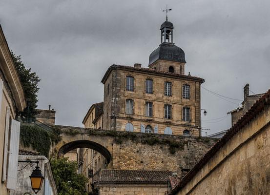 L'office du tourisme en ville haute, Bourg-sur-Gironde, samedi 26 septembre 2020. Photographie HDR © Jean-Pierre Couthouis