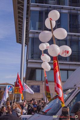 """Ballons """"non au CDI jetable"""" Manifestation intersyndicale contre les réformes libérales de Macron. Cours d'Albret, Bordeaux, 16/11/2017"""