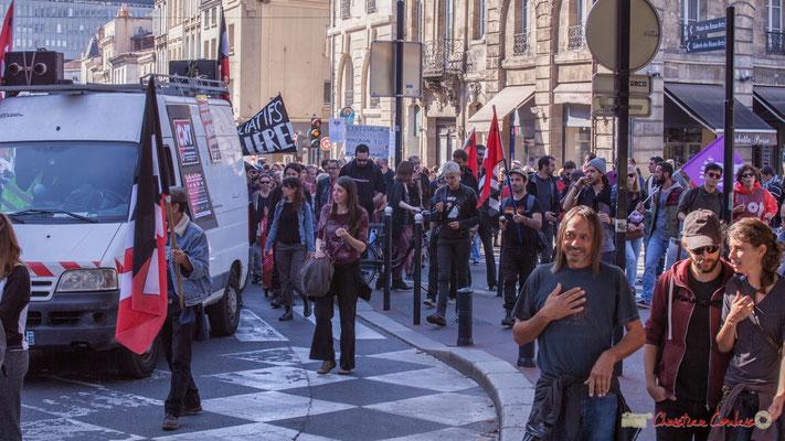 12h56 Arrivée du cortège de la C.N.T. Manifestation intersyndicale de la Fonction publique, place Gambetta, Bordeaux. 10/10/2017