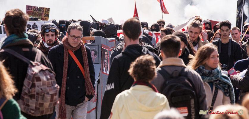 """14h41 """"Le train-train des lycéens/étudiants 1"""". Manifestation intersyndicale de la Fonction publique/cheminots/retraités/étudiants, place Gambetta, Bordeaux. 22/03/2018"""