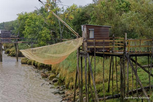 Carrelet à Roque de Thau, port estuarien de la Gironde. Villeneuve/Gauriac, samedi 26 septembre 2020. Photographie HDR © Jean-Pierre Couthouis