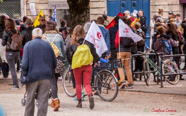 10h55 Cinq à six personnes défilent au nom du Planning famillial, service public lui aussi dans le collimateur. Place Gambetta, Bordeaux. 01/05/2018