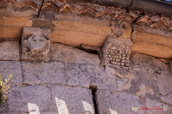 Deux modillons, tête de loup, damier. Eglise Saint-André, Cénac. 11/05/2018