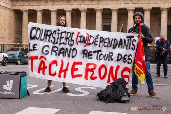 """10h02 """"Coursiers (in)dépendants le grand retour des tâcherons"""". Place de la République, Bordeaux. 01/05/2018"""