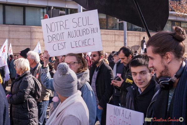 """""""Notre seul droit aujourd'hui c'est l'échec"""" """"Non à la sélection"""" Manifestation intersyndicale contre les réformes libérales de Macron. Cours d'Albret, Bordeaux, 16/11/2017"""