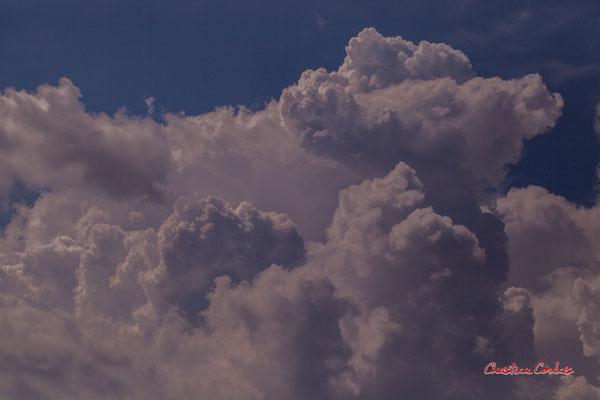 Ciels et nuages, dimanche 26 avril 2020, 16h04mn34s, le Garde, Cénac. Photographie : Christian Coulais / 100mm