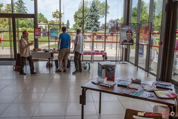 Avec une météo chaleureuse, l'Espace René Lazare est prêt. Concert de soutien des Insoumis de la 12ème circonscription de la Gironde. 28/05/2017, Targon