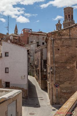 Ruelle dans le quartier historique /  Calle estrecha en el distrito histórico, Tudela, Navarra
