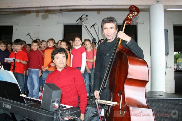 Serge Moulinier, Christophe Jodet accompagnent la chorale jazz des écoles de la C.D.C. des Portes de l'Entre-Deux-Mers
