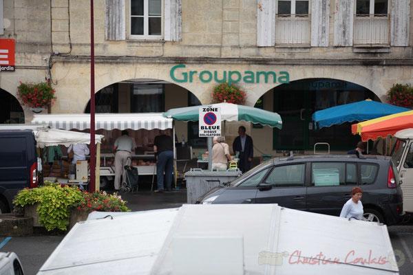 Stands de Charcuterie puis Volailles vivantes et œufs, Marché de Créon, Gironde