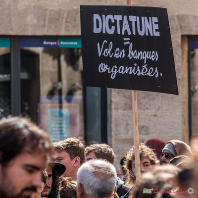 """""""Dictatune = Vol en banques organisées"""" Manifestation contre la réforme du code du travail. Place Gambetta, Bordeaux, 12/09/2017"""