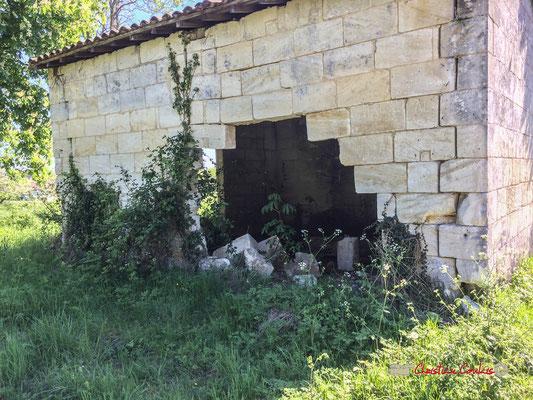 Grange faisant face à la propriété. Château de Montignac, Cénac. 12/04/2017