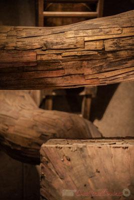 Dans la Grange aux abeilles, « Momento fecundo », Installation d'Henrique Oliveira, 2014, Domaine de Chaumont-sur-Loire. Mercredi 26 août 2015. Photographie © Christian Coulais