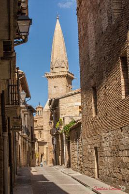 Calle Rúa del Hospital, Campanario de la Iglesia de San Pedro, Olite, Navarra